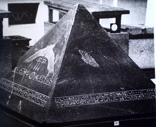 What Ever Happened To The Capstone of The Great Pyramid Khufu?  26795pyrB