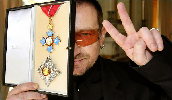 """PSEUDO FAKE ACTION MAN SOLD MY SOUL BONO""s One Foundation Keeps 98% of Charity Funds 26986Bono-award-from-Queen-Elizabeth-II2"